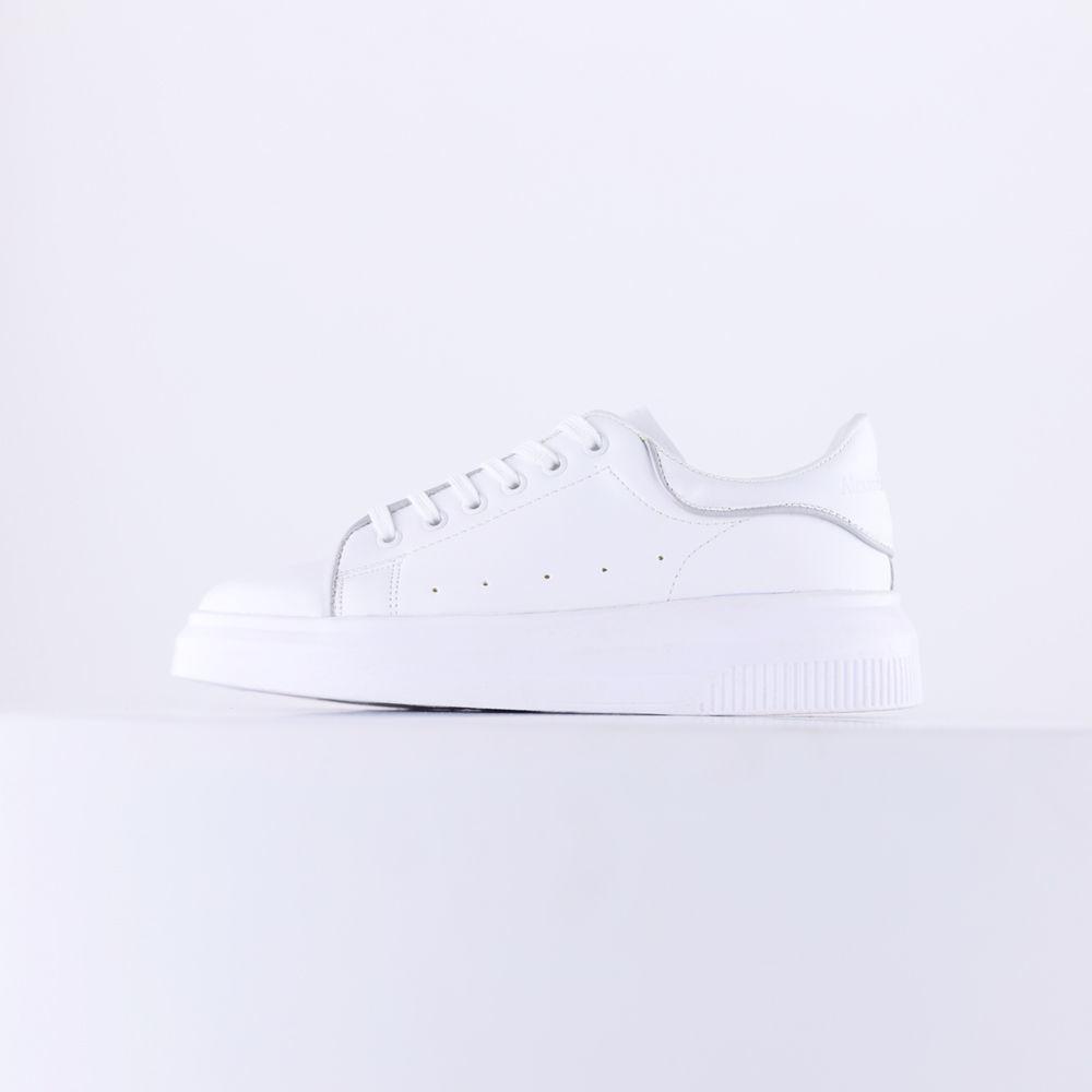 تصویر از کفش طرح مکویین