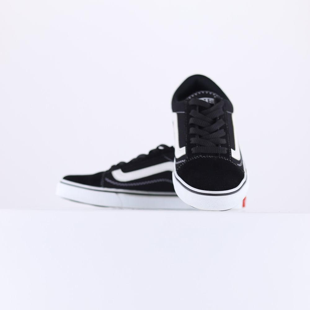 تصویر از کفش طرح ونس