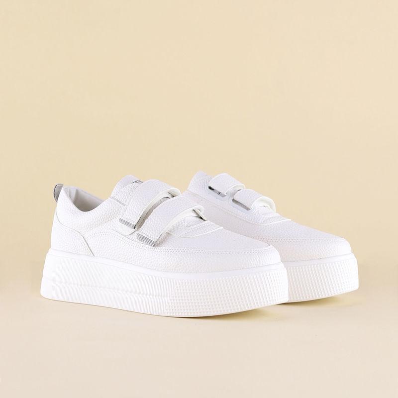 تصویر از کفش سفید چسبی