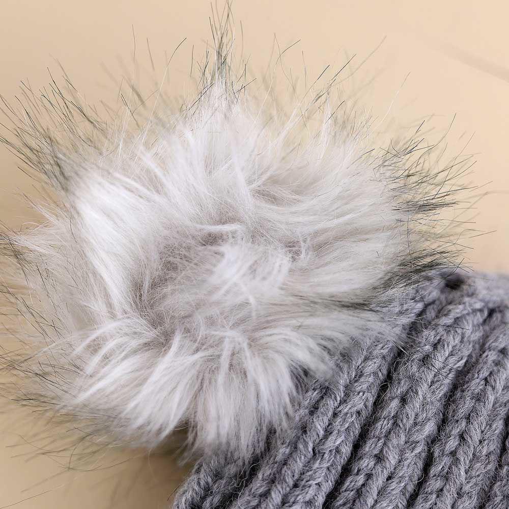 تصویر از کلاه بافت منگوله دار